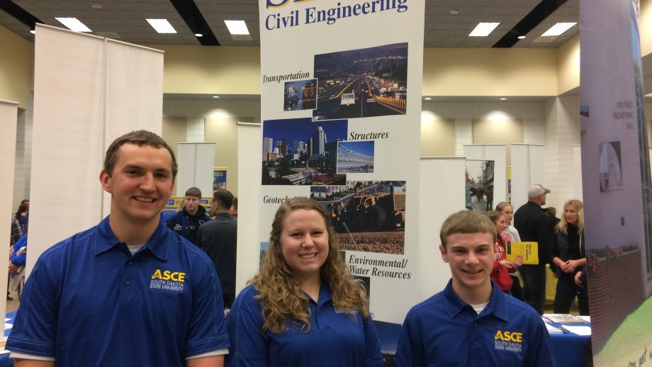 Civil Engineering Students at Junior Day
