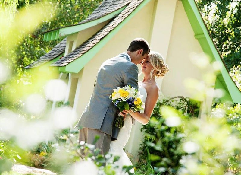 shanda wacker and groom in cottage garden