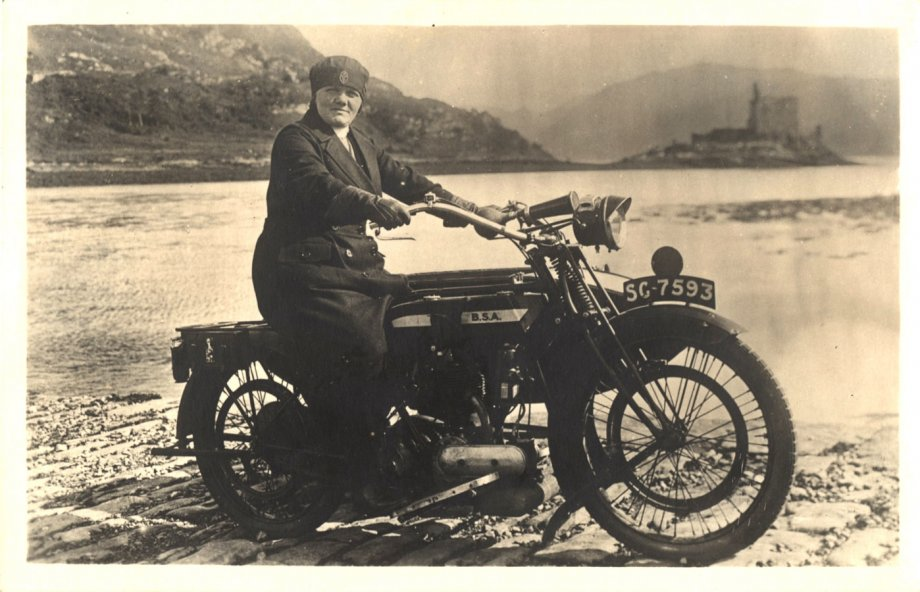 Rural visiting nurse Elizabeth McPhee in Scotland, ca. 1926. (Image: National Library of Medicine)
