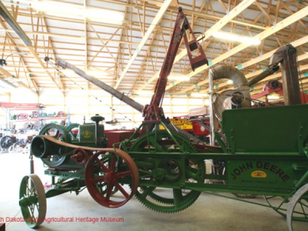 John Deere Dain Hay Press 1915