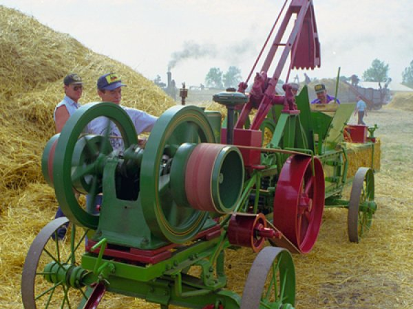 1915 John Deere Dain Hay Press