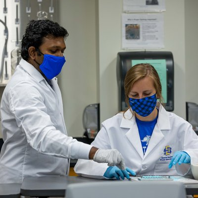 Student and professor working in the Pharmacy lab
