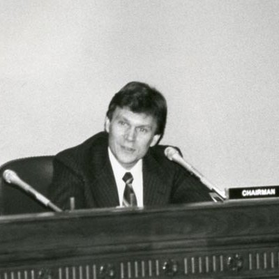Tom Daschle chairing a meeting