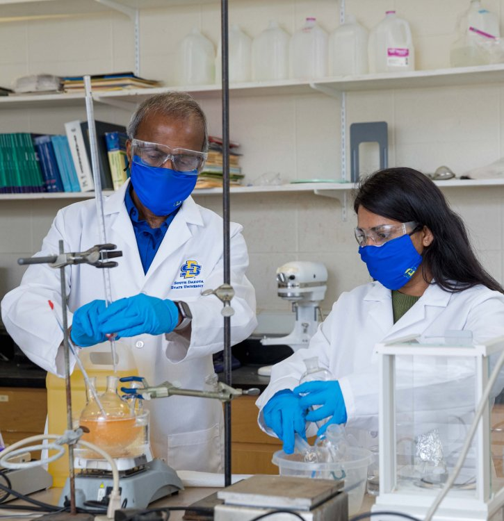 Muthu with his student in the lab.