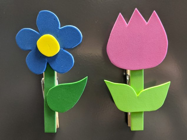 Two examples of the clothespin flower magnets with blue and pink flowers