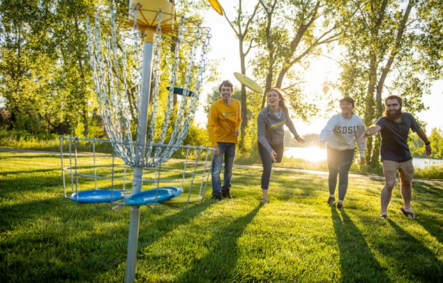 SDSU Students playing frisbee golf